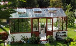 Garden Greenhouses - Year Round Greenhouse Growing